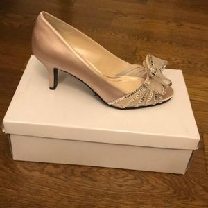 **BRAND NEW NEVER WORN** Caparros Ivory Bow Pumps